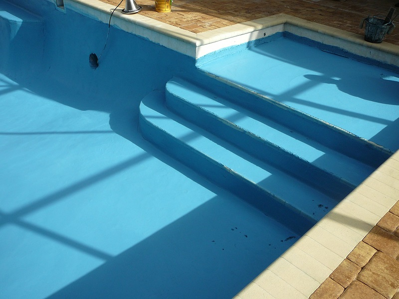 How to drain a pool