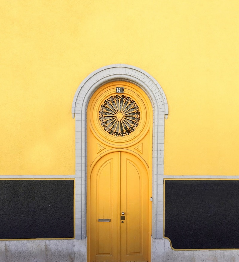 Types of doors for interiors and exteriors