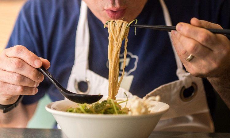 How to eat ramen like a Japanese